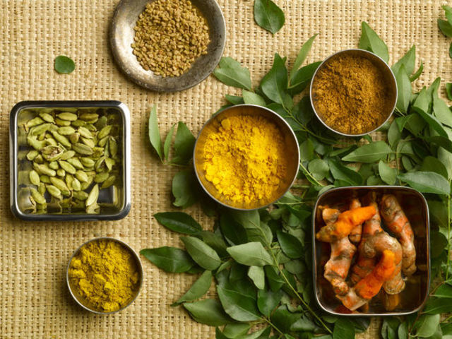 Different curry varieties on beige background.