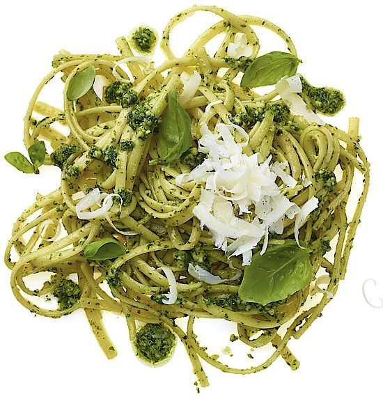 A picture shows Linguine al Pesto